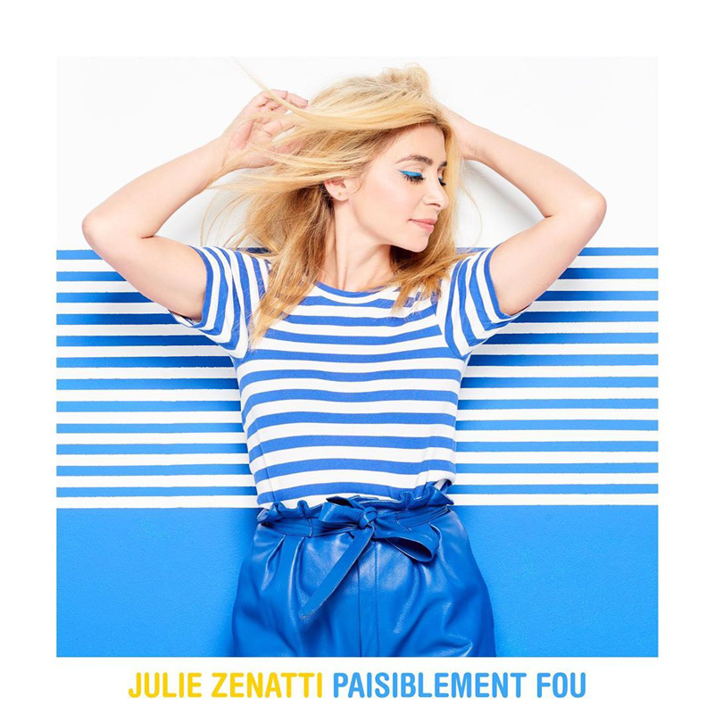 Photo by Julie Zenatti on September 25, 2020. L'image contient peut-être : 1 personne, bandes, texte qui dit 'JULIE ZENATTI PAISIBLEMENT FOU'.
